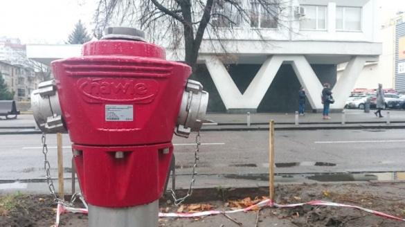 Червоні штуковини у центрі Черкас: що це й навіщо їх встановили?