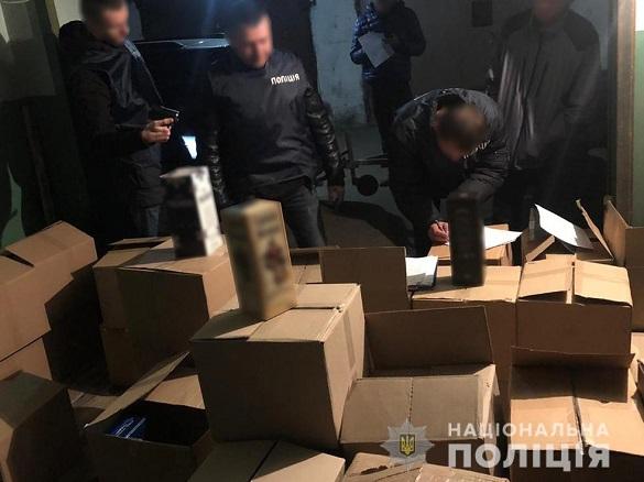 У Черкасах місцеві організували продаж контрафактних алкогольних товарів