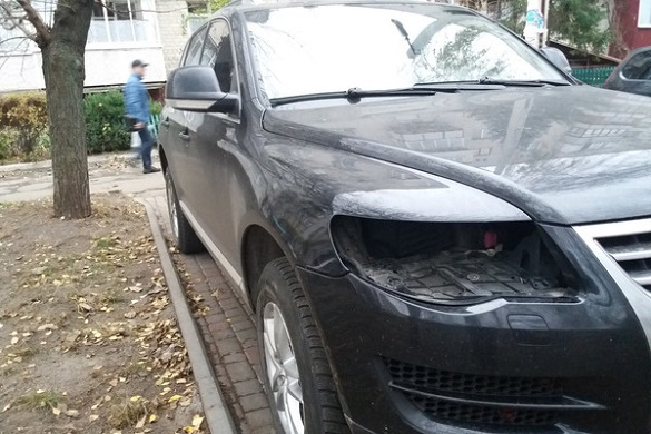 У Черкасах у депутата викрали фари з автівки (ФОТО)