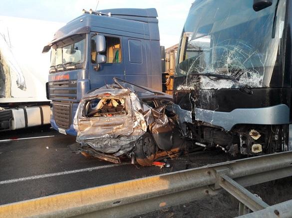Через ожеледь: на Черкащині зіштовхнулося 11 транспортних засобів (ФОТО)