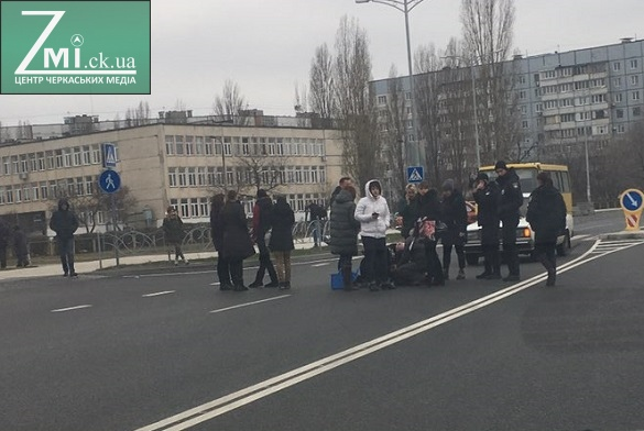Хлопчик, якого збили на вулиці Героїв Дніпра у Черкасах, потребує допомоги