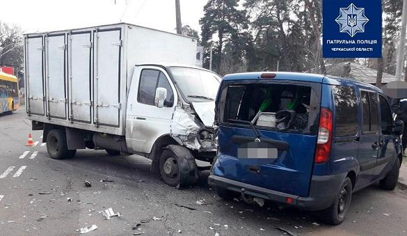 У Черкасах опісля оформлення ДТП водія госпіталізували (ФОТО)