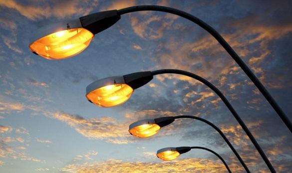 На одній з вулиці Черкас вже рік не можуть підключити освітлення