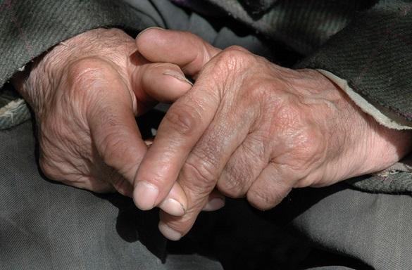 У Черкасах допомогли дідусю, який не міг згадати своєї адреси