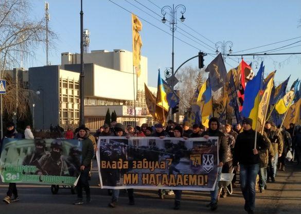 У Черкасах влаштували марш проти зелених чоловічків та висунули вимоги президенту