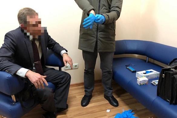 На Черкащині керівника медичного закладу викрили на хабарі (ФОТО)