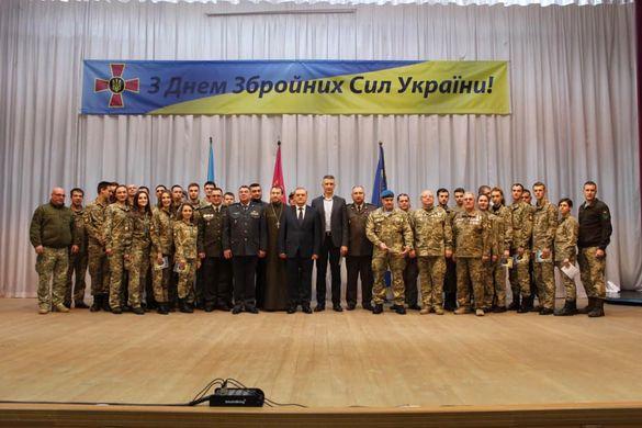 На Черкащині з нагоди Дня Збройних Сил України випускники вишу отримали перше військове звання