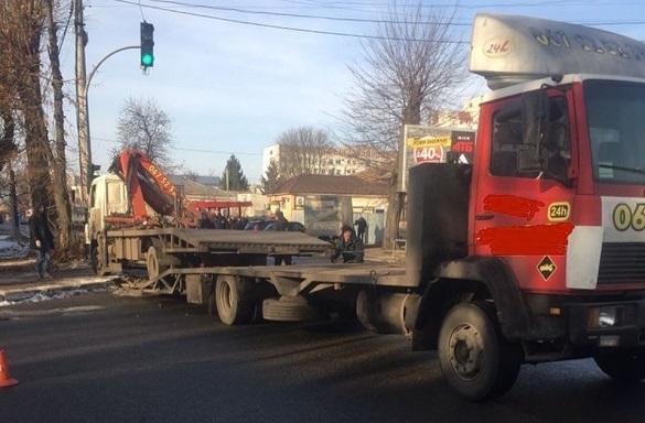 У Черкасах трапилася ДТП за участі евакуатора (ФОТО)
