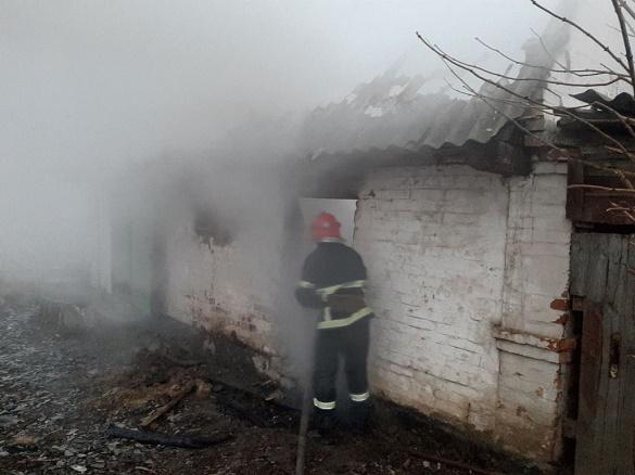 Через замикання електропроводки на Черкащині загорілася будівля (ФОТО)