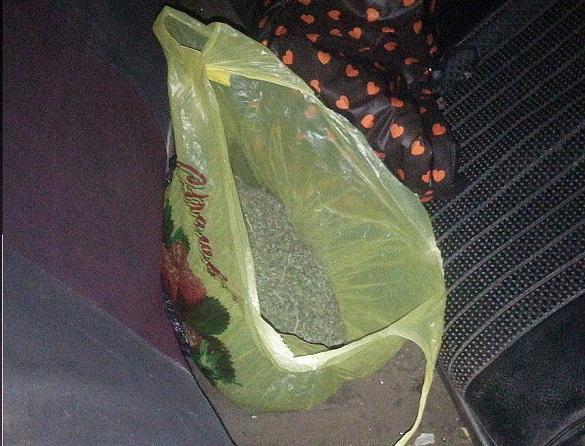 19-річний хлопець на Черкащині перевозив в автівці канабіс (ФОТО)