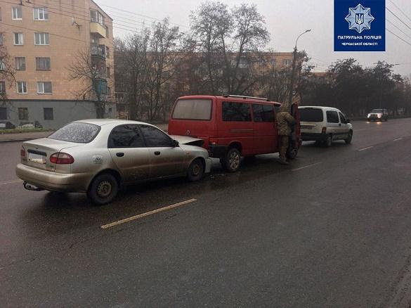 Через недотримання безпечної дистанції: у Черкасах сталося дві ДТП (ФОТО)