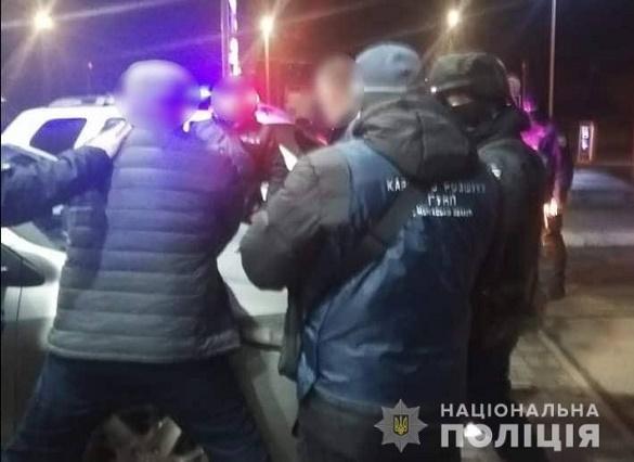 Зловмисники у Черкасах відібрали в чоловіка автомобіль та заставили написати боргову розписку (ФОТО)