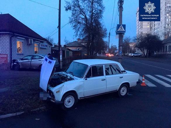 Обох водіїв госпіталізували: у Черкасах трапилася ДТП (ФОТО)