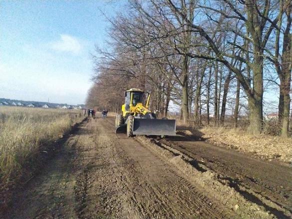 В одній з ОТГ на Черкащині самостійно грейдують дороги (ФОТО)