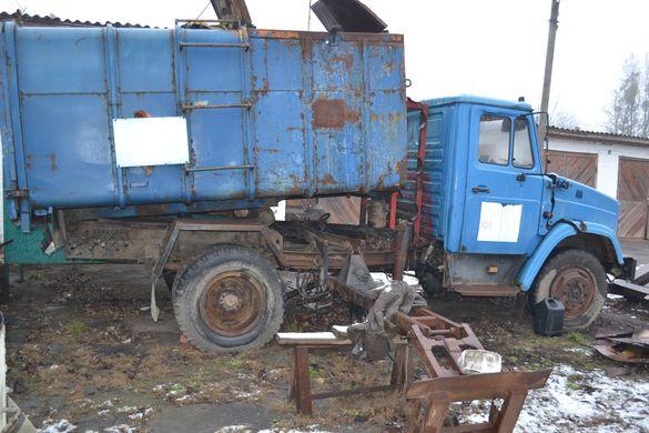 Які сміттєвози передали з Черкас до Монастирища (ФОТО)