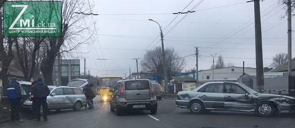 Постраждало двоє: на перехресті у Черкасах сталася ДТП (ФОТО)