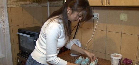 Солодощі з любов'ю: черкащанка виготовляє смаколики на замовлення вдома (ВІДЕО)
