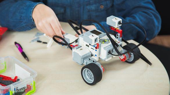 Черкащину визнано лідером по втіленню робототехніки в навчальний процес