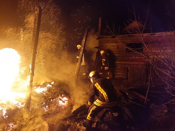 За добу на Черкащині сталося дві пожежі надвірних споруд (ФОТО)