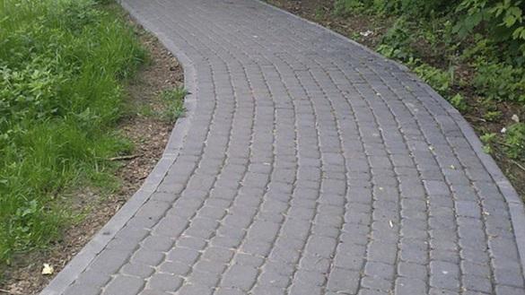 Черкасці просять побудувати пішохідну доріжку