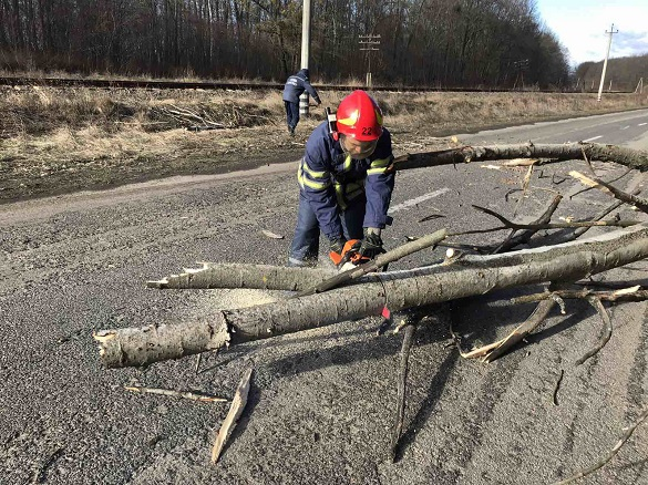 Рятувальники на Черкащині допомогли відновити автосполучення між двома селами (ФОТО)