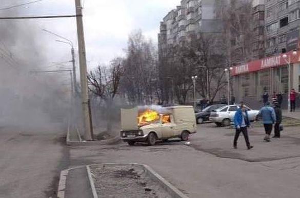 У Черкасах під час руху загорілась автівка (ВІДЕО)