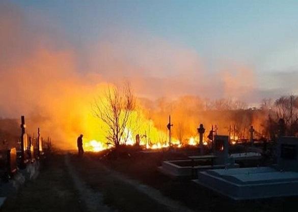На Черкащині загорілося кладовище (ВІДЕО)