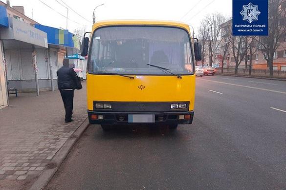 Зранку у Черкасах зупинили водія пасажирської маршрутки напідпитку (ВІДЕО)