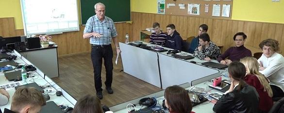 77-річний волонтер-іноземець викладає в одній із черкаських гімназій (ВІДЕО)