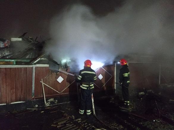 Через необережність з вогнем у Черкасах загорілася надвірна споруда (ФОТО)