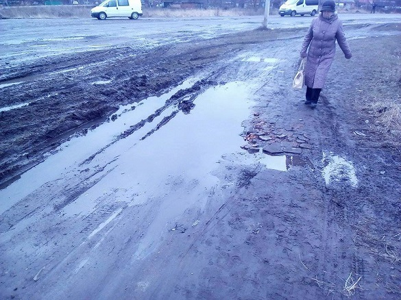 Черкасці просять виконати капітальний ремонт дороги і пішоходної доріжки