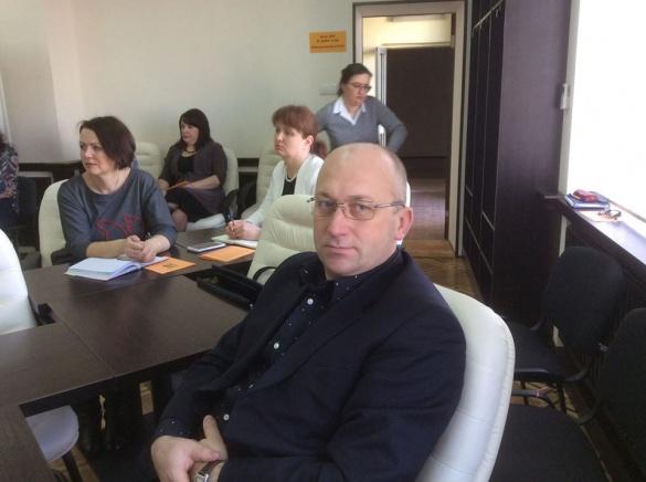 По справі загиблого директора черкаської школи слідчі перевірятимуть дзвінки екс-правоохоронця