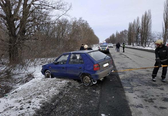 Автомобіль на Черкащині злетів у кювет (ФОТО)
