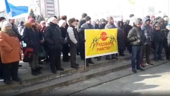 Підприємці Черкащини провели акцію протесту під Черкаською ОДА
