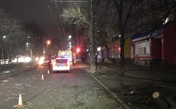У Черкасах на пасажирську маршрутку упала акація (ФОТО)
