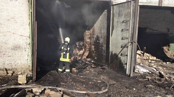 На Черкащині загорівся деревопросочувальний комбінат (ФОТО)