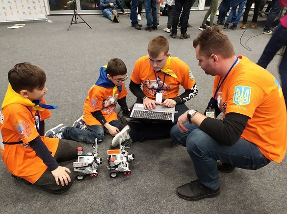 Юні черкаські робототехніки зайняли четверте місце на міжнародному конкурсі (ФОТО)