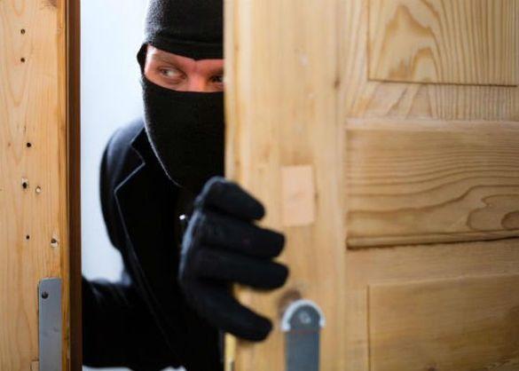 Вночі у Черкасах пограбували магазин (ВІДЕО)