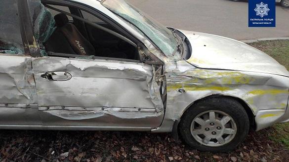 Автомобіль і маршрутка зіштовхнулися у Черкасах (ФОТО)