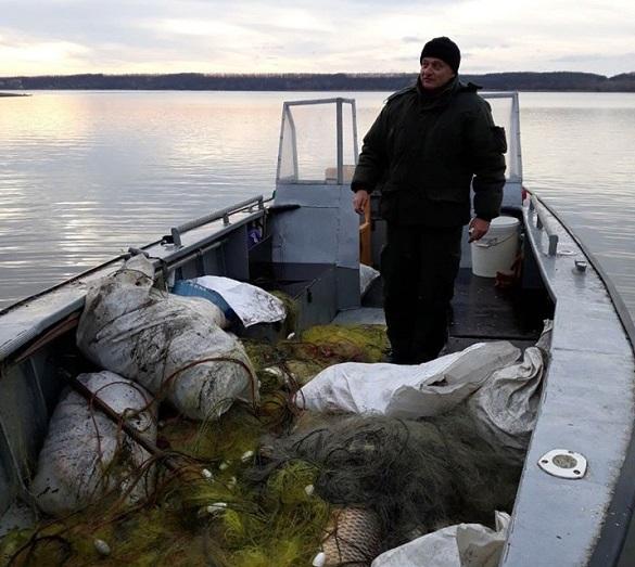 У річці на Черкащині екологи знайшли більше 40 сіток