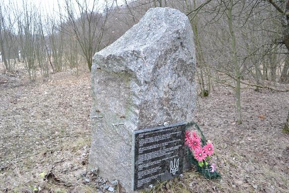 Вандали на Черкащині потрощили єврейський пам'ятник (ФОТО)