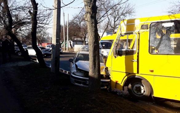 Четверо постраждалих: cтали відомі подробиці зіткнення двох автівок і маршрутки у Черкасах