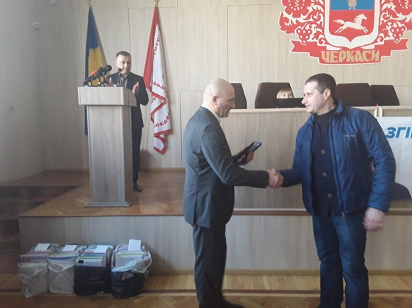 Міський голова відзначив черкасця, що врятував двох дітей з пожежі (ФОТО)