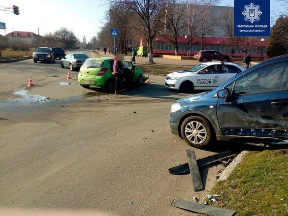 У Черкасах зіткнулись дві автівки: в машині на момент аварії була дитина (ФОТО)