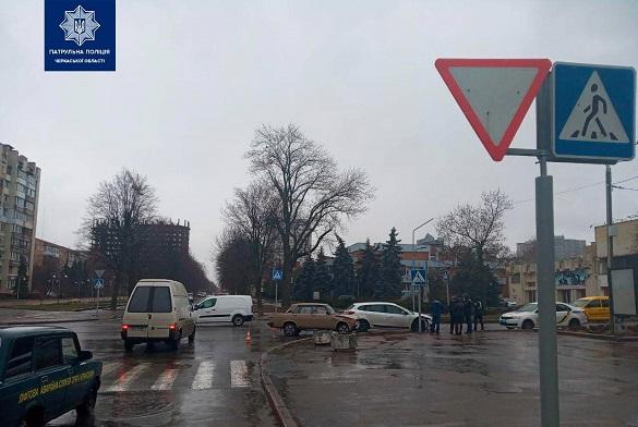 Два автомобілі зіштовхнулися у Черкасах (ФОТО)