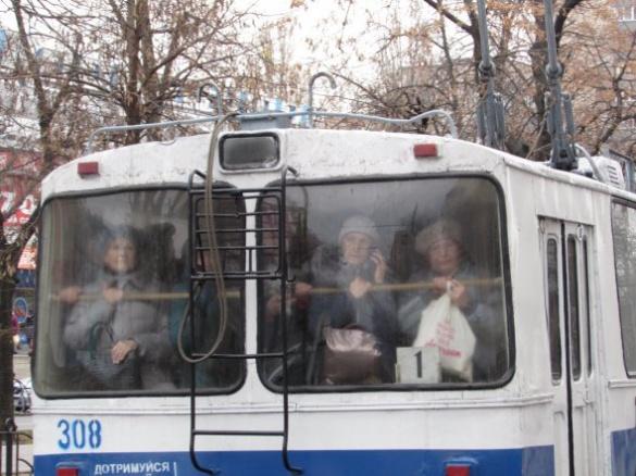 Зупинка громадського транспорту Черкас: як працюватимуть спецрейси?