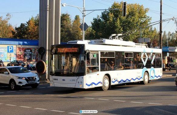 Тролейбусними спецрейсами у Черкасах дозволять користуватись не лише медикам