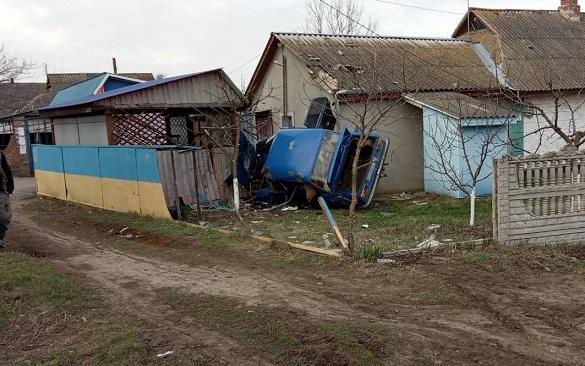 На Черкащині автомобіль в'їхав в стіну магазину (ФОТО)