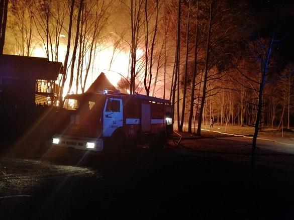 Масштабна пожежа готельно-ресторанного комплексу сталася на Черкащині (ФОТО)