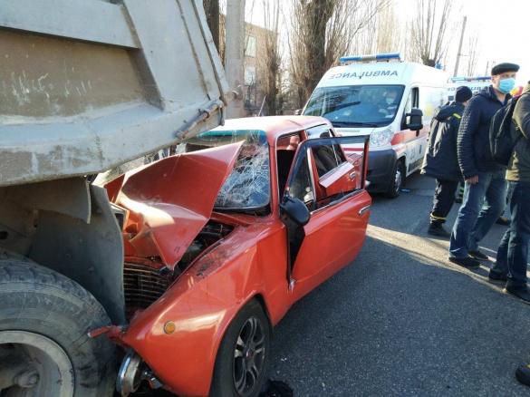 Рятували чотирьох постраждалих з понівеченого авто: у Черкасах сталася ДТП (ФОТО)